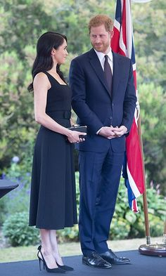 All Photos of Prince Harry and Meghan Markle on Royal Tour in Ireland Estilo Meghan Markle, Meghan Markle Stil, Beauty And Fashion, Fashion Looks, Prince Harry And Megan, Harry And Meghan, Mode Chic, Mode Style, Duke And Duchess