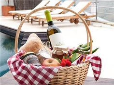 Time for a picnic. Douro Valley, Luxury Holidays, Picnic, Holiday Rentals, Villa, Food And Drink, Basket, Home Decor, Places