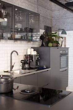 Draw inspiration from HTH's many beautiful designs and innovative kitchen solutions. Find inspiration here in the kitchen gallery. Kitchen In, Kitchen Appliances, Kitchen Gallery, Double Vanity, Furniture, Home Decor, Diy Kitchen Appliances, Home Appliances, Decoration Home