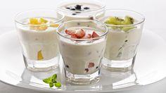 """YOGUR NATURAL AZUCARADO FUSSIONCOOK: Mezclar 1 yogur natural,1 litro leche,4 cucharadas soperas leche en polvo desnatada, 100gr azucar. Llenamos los vasitos  y metemos dentro de la cubeta DESTAPADOS. Cerramos y seleccionamos """"MENU"""" """"YOGUR"""" 8 HORAS , cuando termine , tapamos los vasitos  y los introducimos dentro de la nevera durante 4 horas minimo.  ‐Añadir una cucharada sopera de mermelada en la base del yogur (ver yogur natural) o poner una vez terminado, fruta en pedazos.......al gusto."""