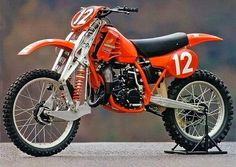 Honda 125 cc prototype with an extraordinary front suspension and 2 cylinder engine (!)