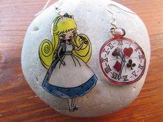 Alice au pays des merveilles et sa montre : Boucles d'oreille par l-atelier-des-milidines