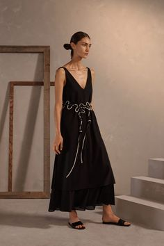 Claudia Li Pre-Fall 2019 Fashion Show Collection: See the complete Claudia Li Pre-Fall 2019 collection. Look 11 Claudia Li, Runway Fashion, Womens Fashion, Fashion Trends, Mature Fashion, How To Make Clothes, Vogue Russia, Fashion Story, Fashion Show Collection