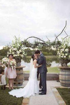 Un mariage élégant et une arche originale