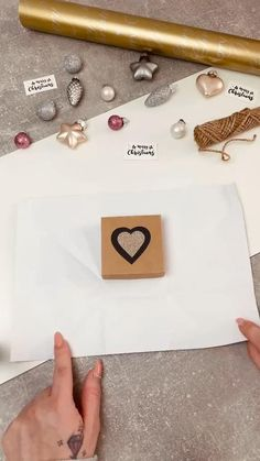 Diy Crafts Hacks, Diy Crafts For Gifts, Holiday Crafts, Paper Crafts, Creative Gift Wrapping, Creative Gifts, Wrapping Ideas, Wrapping Gifts, Christmas Gift Wrapping