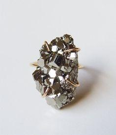 Anello di cristallo oro pirite di ON vendita