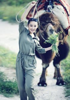 Xu Qing poses for photo shoot | China Entertainment News
