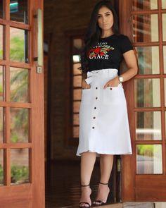 Porque se amar é vestir-se bem! Rua Álvaro Abranches 311, Cidade Nova. Antes da Casa São Paulo, não tem placa casa de grade Branca. ⏰Seg a Sex das 10:00 às 18:30 ⏰Sab das 10:00 as 16:00 Vendas online pelo WhatsApp no link na descrição do perfil. Entrega para todo Brasil! #vaipormim #vaiporkatiavilar Skirt Suit, Dress Skirt, Skirt Outfits, Cute Outfits, Circle Skirt Pattern, Button Up Skirts, 2 Piece Outfits, Fashion Sewing, White Skirts