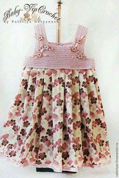 Crochet Manatee - How to crochet romantic lacy shawl - easy/beginner level / shawl en crochet Crochet Dress Girl, Baby Girl Crochet, Crochet Clothes, Crochet Toddler, Crochet For Kids, Toddler Dress, Baby Dress, The Dress, Crochet Fabric