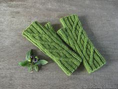 Green fingerless gloves hand knit geometric rib mitts by Otruta