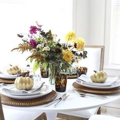 Style Expert @katiearmour suggests doing a test-run of your Thanksgiving tablescape to make sure it works before the big day! We think the laid-back autumnal floral centerpiece is the cherry on top.  #behometogether