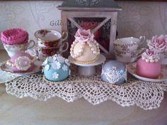 Vintage sphere cakes