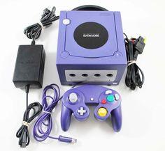 14 de septiembre de 2001. Nintendo lanzaba en Japón la sucesora de N64. Nintendo Gamecube, una máquina perteneciente a la sexta generación de consolas. Con un llamativo diseño, gran potencia e interesantes características, como la de ser la primera consola de Nintendo que usó discos ópticos, además de ser compatible con juegos online gracias a un adaptador de banda ancha que se conectaba a una Game Boy Advance mediante cable link.  Imagen: lukiegames.com