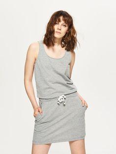 41d7c4f456954 Sportowa sukienka z kieszeniami - JASNY SZARY - SQ129-09M - Cropp - 1