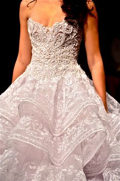 Filipino Designer Feat: Michael Cinco, very beautiful, but very over the top for… Debut Gowns, Debut Dresses, Yes To The Dress, Dress Up, Bridal Gowns, Wedding Gowns, Filipino Wedding, Debut Ideas, Michael Cinco