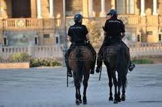 Sevilla es una ciudad relativamente segura. La tasa de criminalidad es bastante bajo. Actualmente, el promedio es de cuarenta y cinco delitos por cada mil ciudadanos.