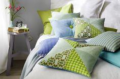 softeisfarbene kissen zaubern den fr hling in ihre vier. Black Bedroom Furniture Sets. Home Design Ideas