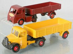 2 DINKY TRUCKS : 30W Hindle Smart Helecs, tires worn, 521 Bedford Articulated Truck,