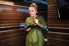 Adele arrasa con 5 Grammy Bowie gana 4 (VIDEO Y FOTOS)