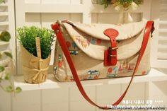 Pretty Handbag - pattern and picture tutorial - Russian Diy Handbag, Diy Purse, Fabric Purses, Fabric Bags, Handmade Handbags, Handmade Bags, Diy Sac, Handbag Patterns, Craft Bags