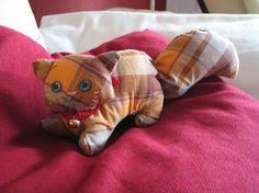 Plushie Cat, pattern in description    http://kapuschati.deviantart.com/gallery/#/d2oqmwh
