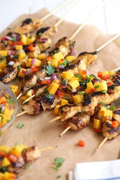 These Mango Sriracha Chicken Skewers are the perfect balance of sweet and spicy topped with a mango salsa that is sure to be a hit at your next cookout!eat-yourself-. Healthy Meal Prep, Healthy Eating, Healthy Recipes, Sriracha Recipes, Skinny Recipes, Healthy Food, Sriracha Chicken, Salsa Chicken, Mango Chicken