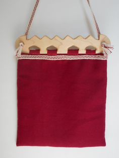 This piece is inspired by wooden purse frames found in the Viking Age trading settlement of Hedeby (Haithabu). Only the frames have survived to the modern era, so the rest of the bag is based on conjecture, and bags made by the Sami people. Viking Garb, Viking Reenactment, Wooden Purse, Tablet Weaving, Larp, Bag Making, Vikings, Hand Sewing, Frames