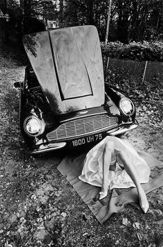 photo by Jean-loup Sieff Magnum Photos, Jean Loup Sieff, Woman Mechanic, Aston Martin Rapide, Pin Up, Photo Libre, French Photographers, Portraits, Car Girls