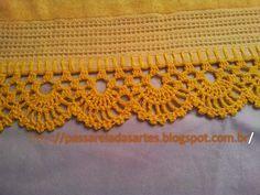 Crochê, tricô, bordado em ponto cruz, costura e outras técnicas.