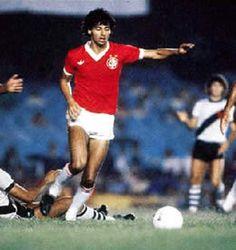 Mauro Galvão, melhor zagueiro dos Brasileiros de 1979 e 1985 com a camiseta do Internacional.