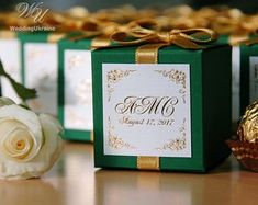 100 Green Wedding bonbonniere with Gold satin ribbon, bow & gold foil tag - Wedding boxes for candy's or small gifts for your wedding guests - Wedding Colors Emerald Wedding Colors, Pink Green Wedding, Blue And Blush Wedding, Emerald Green Weddings, Pink Wedding Theme, Burgundy Wedding, Chic Wedding, Nautical Wedding, Dream Wedding