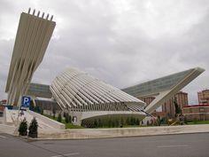 Palacio de Exposiciones y Congresos Se encuentra en la ciudad de Oviedo y es obra del arquitecto valenciano Santiago Calatrava.