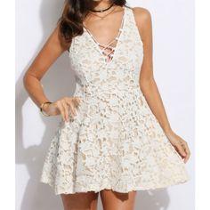 Mini robe blanche dentelle florale & lacets - bestyle29.com