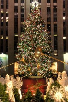 Rockefeller Center's Christmas Tree Lights Up Holiday Season With ...
