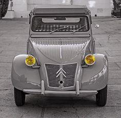 The CITROEN the ultimate example automotive minimalism. Citroen Ds, Psa Peugeot Citroen, Camping Vans, Vintage Cars, Antique Cars, 2cv6, Volkswagen, Bmw Classic Cars, Motorcycle Design