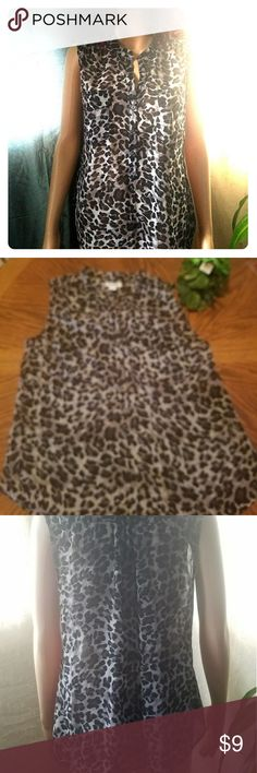 Old Navy Animal Print Button Down Tank Top **EUC**Size Medium 100% Polyester Animal Print Top w/Pockets @ Breasts. Top is sheer and buttons down the front. Item#EUC106 📦25% off bundles of 3+ items 💲Reasonable OFFERS accepted ☆☆☆BUY WITH CONFIDENCE☆☆☆ 🌹Suggested User 🔝 10% seller 📮Same /Next Day Shipping Old Navy Tops Button Down Shirts