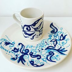 Go with the flow cos you dont know where the river will take you 😊 I usually love using stencils or transferring images for decorating ceramics, but these free hand designs are totally inspiring me to free style it more! Free Hand Designs, Pinch Pots, Make Your Own, How To Make, Pottery Painting, Just Giving, Happy Friday, Cos, You And I