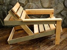 wood pallet adirondack chair with a beer shelf Pallet Crafts, Pallet Ideas, Wood Crafts, Pallet Chair, Diy Pallet Furniture, Furniture Design, Funky Furniture, Diy Chair, Plywood Furniture