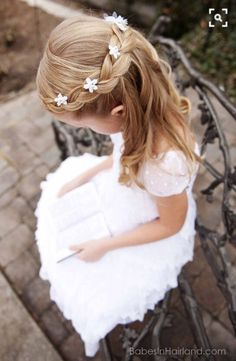 First Communion hairstyles: festive children's hairstyles .- Communion hairstyles festive hairstyles for little girls - Flower Girl Hairstyles, Little Girl Hairstyles, Trendy Hairstyles, Braided Hairstyles, Hot Haircuts, Beautiful Hairstyles, Party Hairstyles, Hairstyles For Kids, Hairstyles Pictures