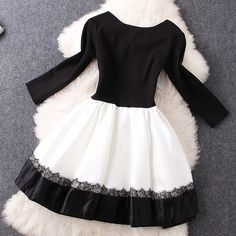 V-neck long-sleeved black and white hit color stitching lace dress