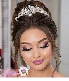Amazing Wedding Makeup Tips – Makeup Design Ideas Wedding Makeup Tips, Natural Wedding Makeup, Bridal Hair And Makeup, Bride Makeup, Wedding Hair And Makeup, Hair Makeup, Quince Hairstyles, Bride Hairstyles, Wedding Tiara Hairstyles