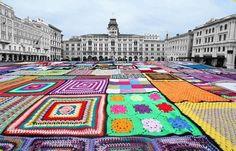 Appassionati pratesi dell'uncinetto tentano l'impresa: realizzare la coperta a maglia più grande del mondo