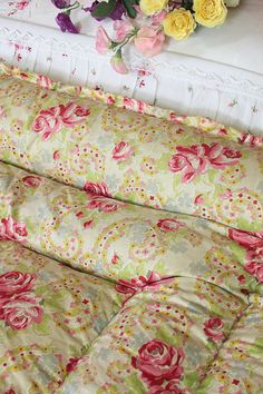 Vintage Home - Beautiful Classic Roses Double Eiderdown.