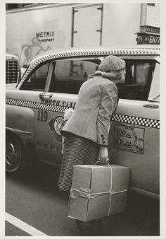 killerbeesting:  Helen Levitt (American, 1913-2009). New York, 1982