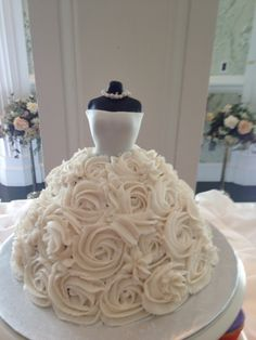 Bridal shower cake decorated as a wedding dress Inspiring Bridal Shower Ideas - Fun Bridal Showers Bridal Shower Cakes, Bridal Showers, Bridal Shower Desserts, Bridal Shower Foods, Chanel Bridal Shower, Unique Bridal Shower, Dream Wedding, Wedding Day, Wedding Parties