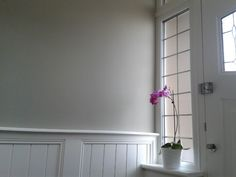 Farrow and ball hardwick white walls in light hallway with white panelling Gray Interior, Interior Walls, Modern Interior Design, Interior And Exterior, White Paneling, Wood Paneling, Panelling, Hallway Colours, Wall Colors