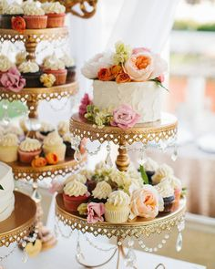 """""""Mi piace"""": 5,910, commenti: 463 - Wedding Chicks™ (@weddingchicks) su Instagram: """"Giveaway ~ 5 winners will receive a {set of 3} cake stands created by Opulent Treasures ➨Like this…"""""""