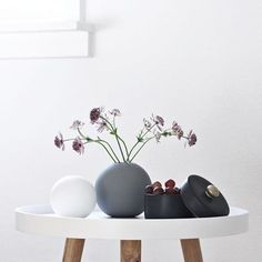 Happy Sunday everyone! We love this gorgeous styling by @sannes_uni. Cooee vase available at www.istome.co.uk