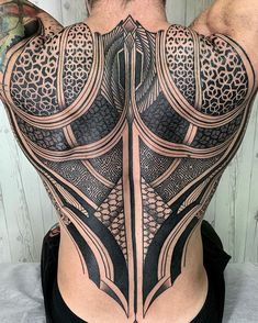 Many people mistake tattoos with more modern, rebellious cultures such as the alternative and pop-culture. Despite a lot of people being convinced that tattoos are a new thing and despite many peop… Tribal Back Tattoos, Cool Back Tattoos, Geometric Sleeve Tattoo, Geometric Tattoos Men, Back Tattoos For Guys, Tribal Tattoo Designs, Badass Tattoos, Leg Tattoos, Body Art Tattoos