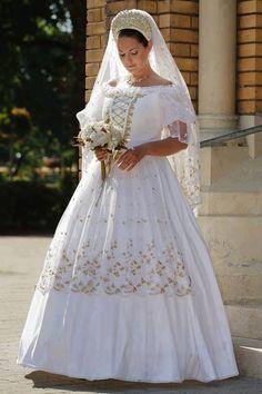 Beautiful wedding dress Hungarian style This is Gorgeous. Wedding Dresses 2018, Wedding Attire, Wedding Bride, Traditional Wedding, Traditional Dresses, Polish Wedding, Hungarian Embroidery, Folk Fashion, Folk Costume